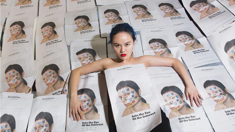 來自台灣的藝術家John Yuyi登上紐約時報報紙9頁大篇幅報導!她的首次個人展即將在紐約正式登場!