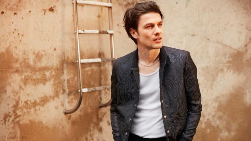 剪去長髮、丟掉帽子!27歲英倫才子詹姆斯貝James Bay推全新專輯,短髮造型帥翻