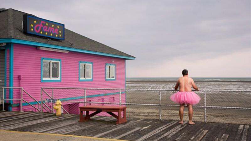 為乳癌而跑─穿粉紅蓬裙的男人