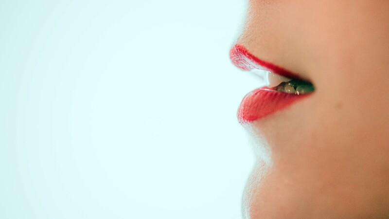 有口臭可能不是牙周病,4種人也容易有!2種女性要注意~中醫推國民飲品「菊花茶」消除口臭最有效