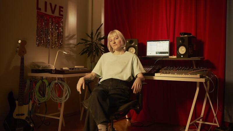 """女性只要好好唱歌就好!莫斯科音樂製作人Jekka:「我們活在""""性別""""比""""我是誰""""更重要的世界…」"""