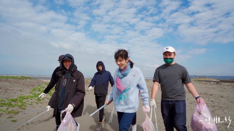 【一件襯衫】她創立淨灘組織,花八年清出上萬公斤垃圾的堅持