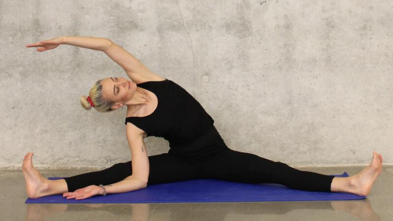 3組瑜珈動作改善骨盆傾斜/假跨寬/幫助血液循環,25歲到35歲女人必練!