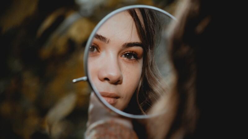 只有你,才能真正療癒自己!隨時都能做的6招「鏡子練習」,教你每天更喜歡自己一點