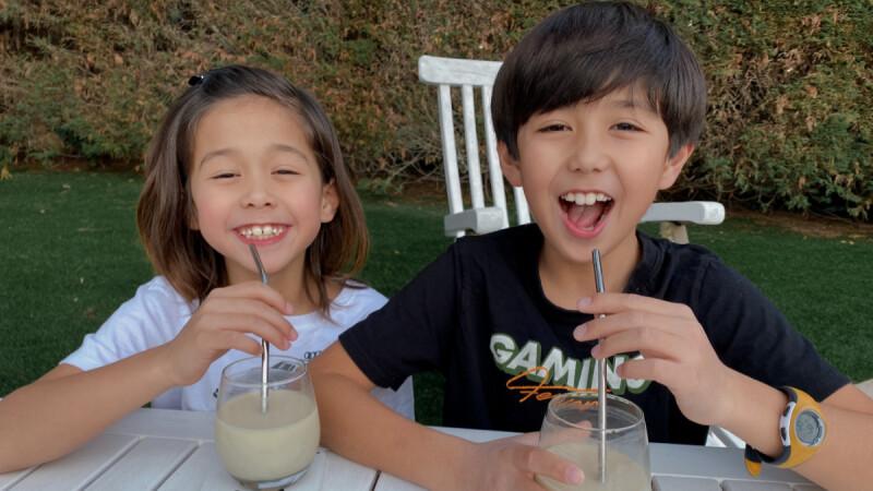 個性派萌帥兄弟!10歲亞歷 & 7歲阿弟 誰說男孩不能留長髮?