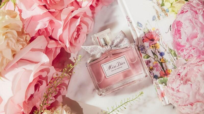 喚醒你的愛!Miss Dior高訂規格訂製專屬、用迷人格拉斯玫瑰香氛傳達浪漫心意~快聽女人最愛的告白話語有哪些?