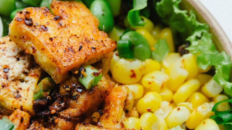 """豆腐還能這麼吃!外焦裡嫩、低脂美味的""""香辣烤豆腐""""食譜來了!"""