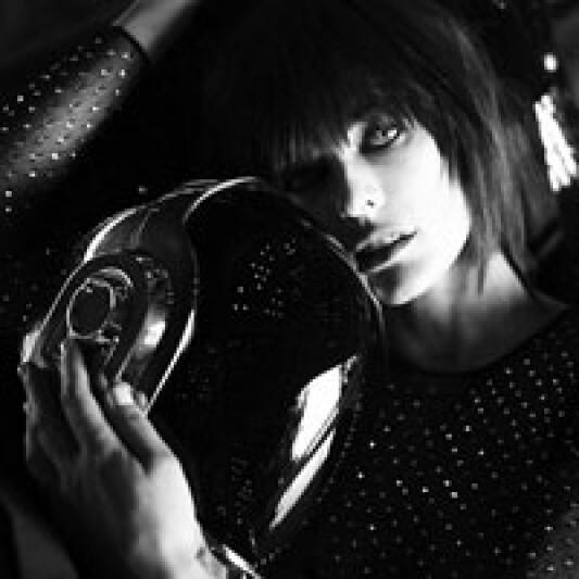 傻瓜龐克Daft Punk攜手蜜拉喬娃薇琪Milla Jovovich共同演繹數位戀愛