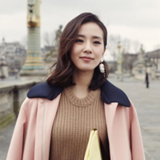 劉詩詩自信遊走巴黎時裝週 展現熱戀小女人的浪漫唯美