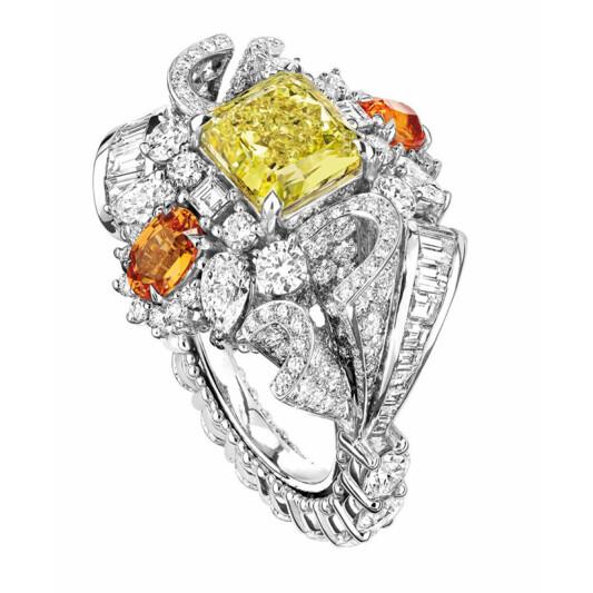 高訂珠寶「Soie Dior」,輕快舞動的溫柔絲緞