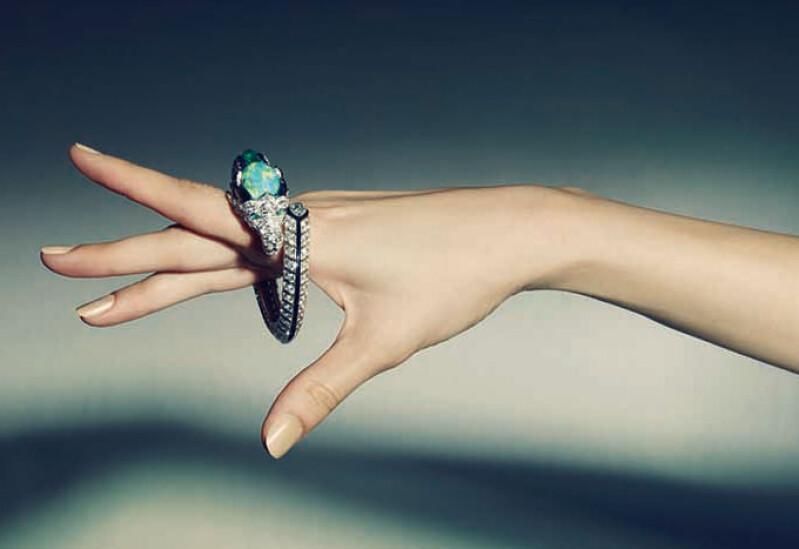 絢爛無比及讓人目眩神迷的 Cartier Etourdissant 將珠寶藝術工藝推向顛峰