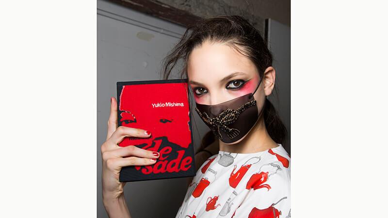 初夏豔紅熱辣辣 大紅色的服裝單品怎麼搭?