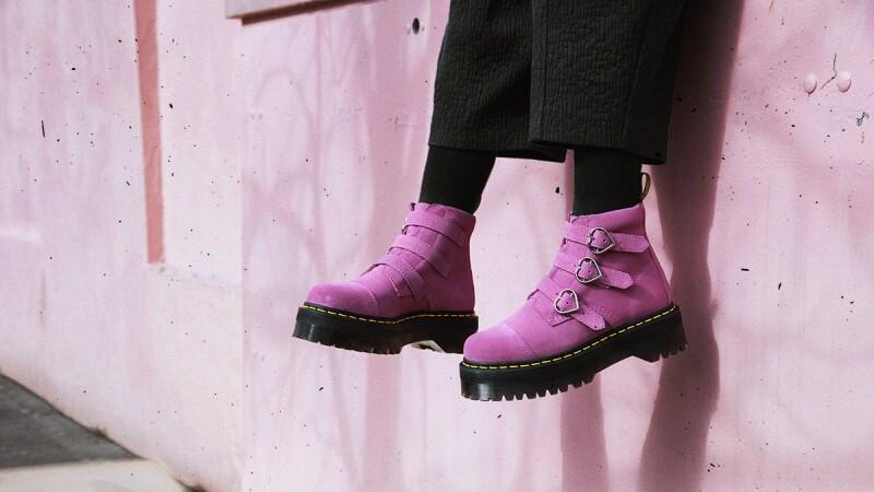 每個細節都可愛!Dr. Martens與倫敦潮牌Lazy Oaf聯名靴 打造甜甜酷女孩風格