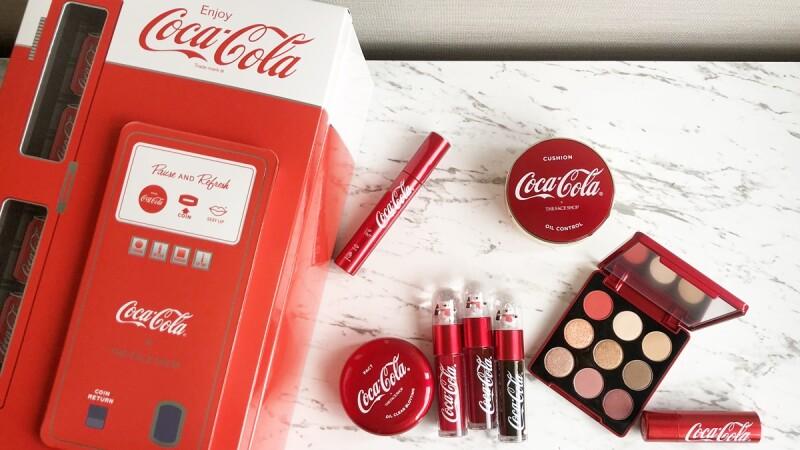 今年最期待的跨界聯名THE FACE SHOP X 可口可樂Coca-Cola,唇彩點綴著藏有北極熊的水晶球,擦起來竟然還有可樂味