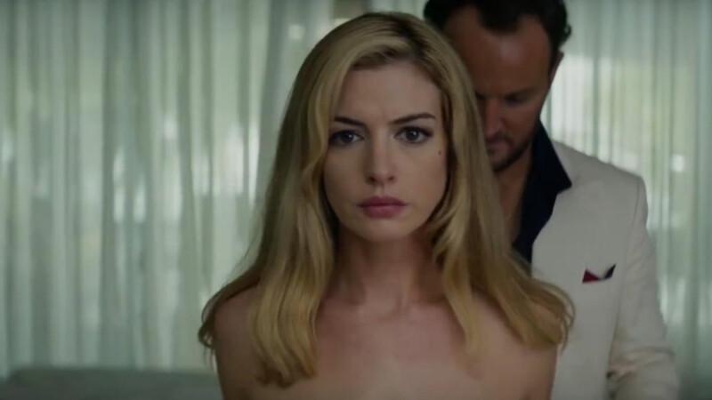 染金髮、大尺度裸身上陣!安海瑟薇不賣甜美,驚悚新片《驚濤佈局Serenity》攜手馬修麥康納策劃殺人使壞