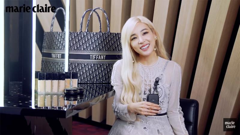 打開Tiffany Young 的化妝包,太老實連家裡鑰匙、約會神器Dior唇膏都拿出來分享了!