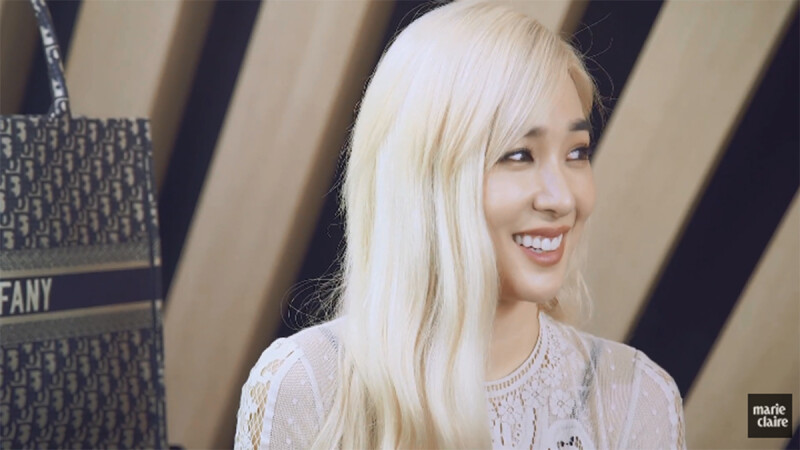 Tiffany Young俏皮說中文「豬年行大運」!自曝不為人知的壞習慣、愛用自拍APP