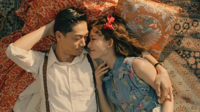 林志玲夫妻再度合體放閃!依偎老公AKIRA懷中拍MV,詮釋超越百年浪漫愛情故事