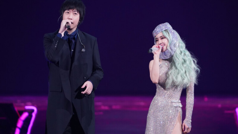 蔡依林、五月天阿信合體啦!大方牽手合唱超甜蜜,Jolin驚喜宣布高雄巨蛋演唱會5/9、5/10再開兩場