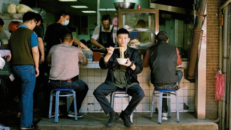 海港男兒的台味魂!不務正業男子Ayo,傳統麵攤「就是樸實,直拳給你」