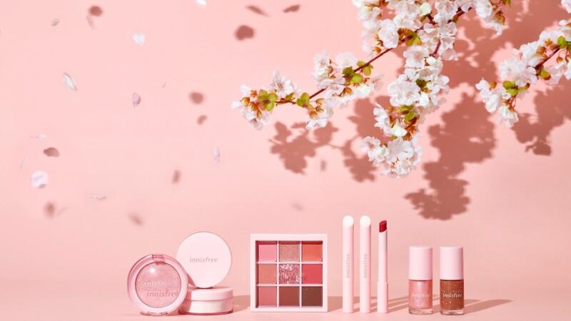 innisfree 2020濟州嚴選系列是超夢幻「櫻花」主題,經典熱賣蜜粉還推出櫻花限定版,帶有櫻花香也太浪漫