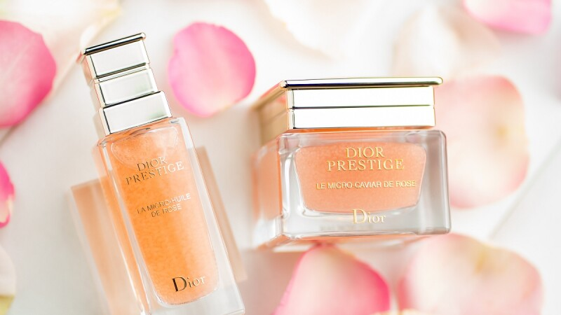Dior迪奧精萃再生系列推出「微導魚子膠囊」,1萬7千顆玫瑰魚子膠囊,是肌膚最強急救秘密武器