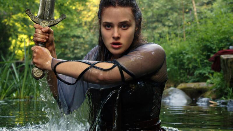 《天命之咒》Netflix全新奇幻影集!顛覆亞瑟王傳說,《漢娜的遺言》凱薩琳蘭馥化身神秘湖中女神妮妙
