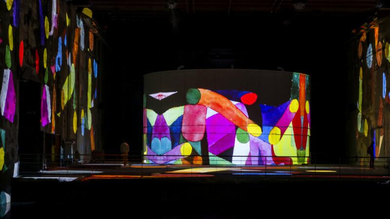 今夏最期待的盛事!潛水艇基地化身新媒體藝術中心,法國波爾多「光之水池」揭幕,一次推出絕美四大展!