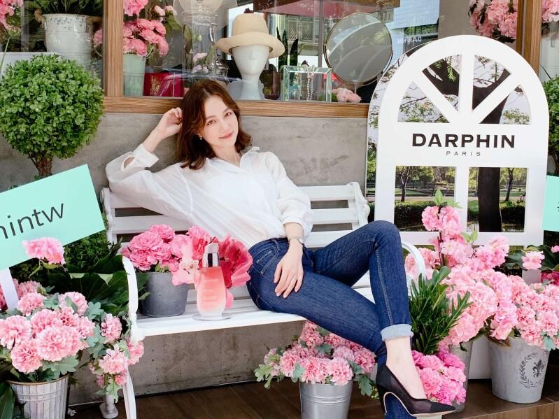 真的好想出國!DARPHIN帶妳一秒到巴黎 置身夢幻粉紅花海心情為之振興!