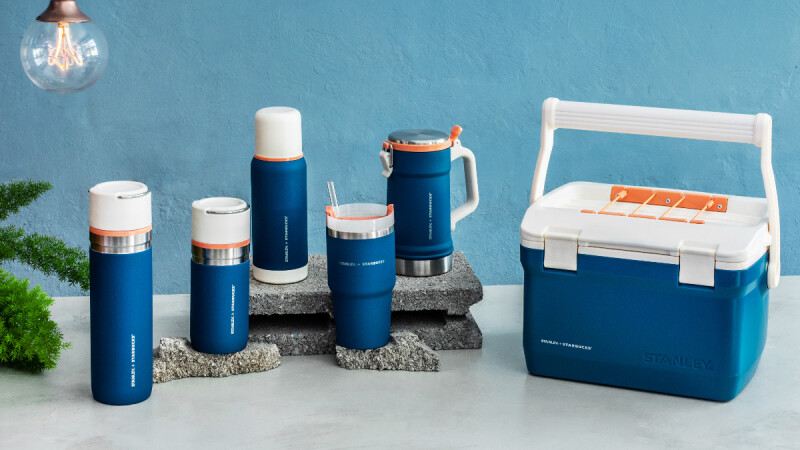 星巴克全新STANLEY聯名杯來了!沉靜藍與粉嫩橘配色,還首度推出露營可提式冰桶