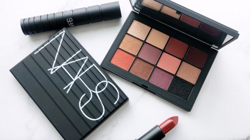 NARS 2020黑潮狂熱系列限量彩妝,黑色立體線條的十二色眼影盤又讓彩妝控暴動
