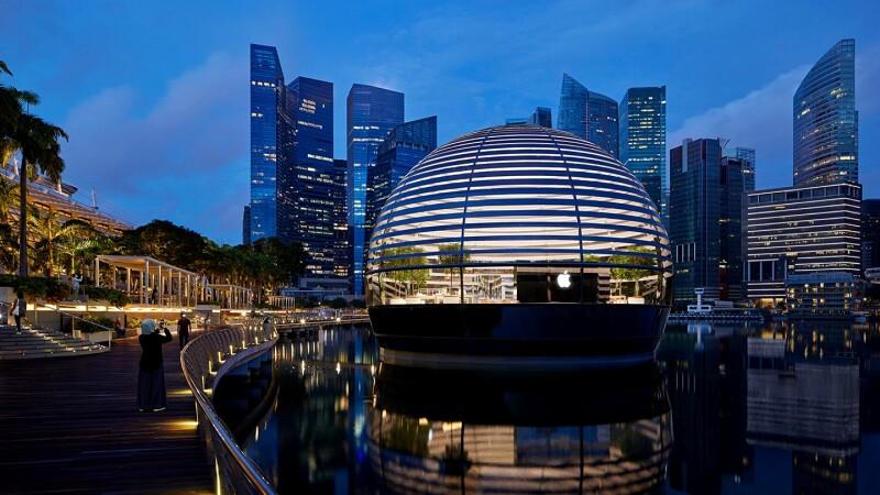 全球首間「漂浮水上Apple Store」新加坡開幕!未來感玻璃圓頂結構,宛如太空奇幻星球,果粉此生必朝聖