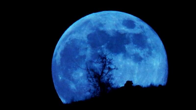 超罕見天文現象「藍月」即將於10/31現身!還是今年最小滿月,萬聖節晚上抬頭就能看