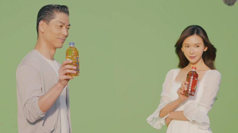 林志玲、AKIRA夫妻合體啦!御茶園找來小倆口首度甜蜜代言,推出新品「冷山茶王」、「東方茶后」