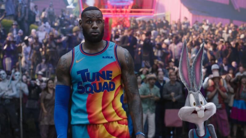 《怪物奇兵 全新世代》NBA冠軍球星「詹皇」LeBron James躍上大銀幕!攜手兔巴哥尬籃球,超狂數位籃球賽事即將開打