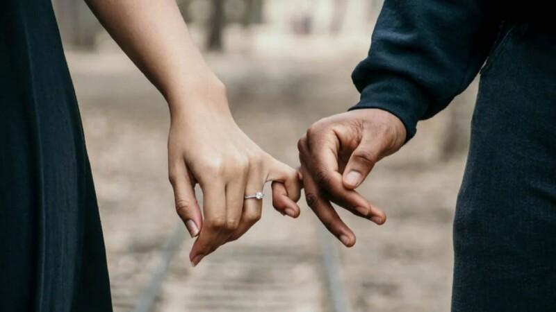 如果說婚姻能維護社會秩序,那麼善意的謊言,也是維護愛情的方法之一