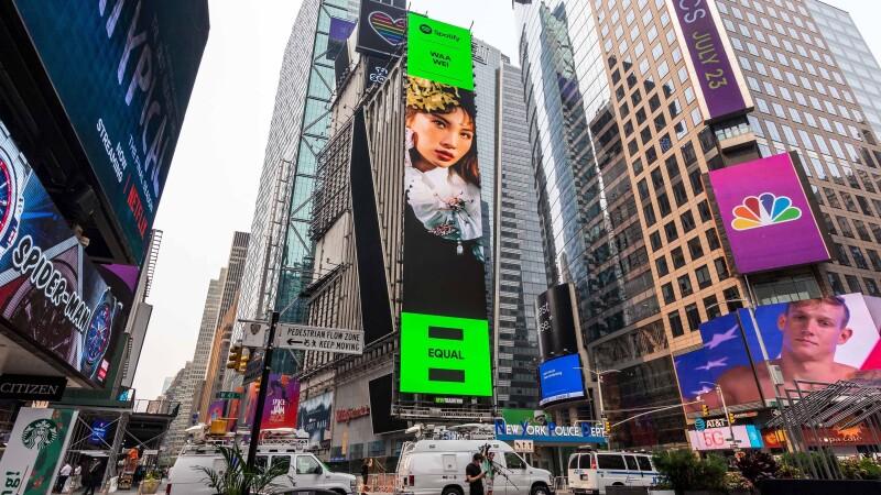 賀!金曲歌后Waa Wei魏如萱繼aMEI張惠妹,躍上Spotify《EQUAL》紐約時代廣場巨幕