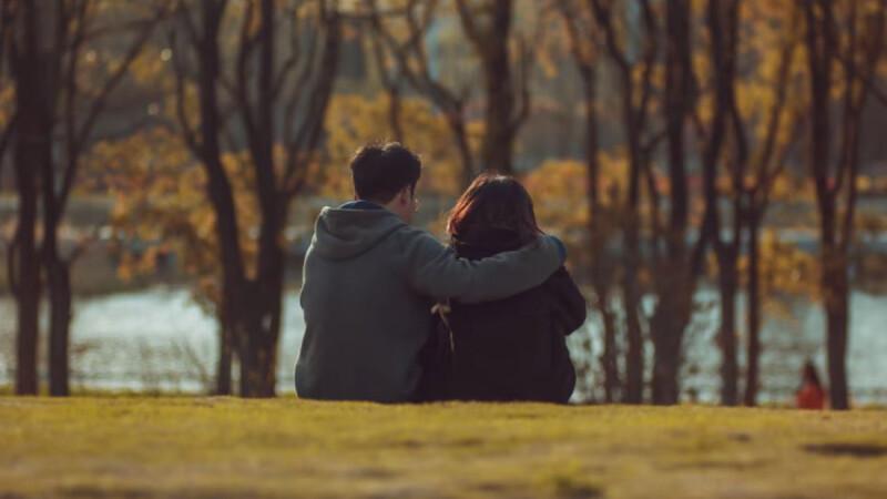 給疫情中「遠距戀人」的教戰守則:即使不「在」,也盡你所能的相伴