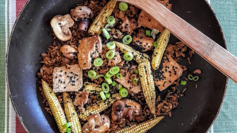 豆腐排佐菠菜野菇、豆腐漢堡佐紫蘇葉蘿蔔泥,2道日式低脂豆腐料理,簡單就能做出好滋味!