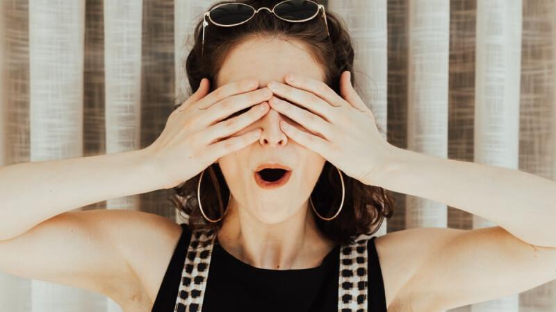 常常頭痛又覺得臉頰卡卡的,不知道原因、吃止痛藥又只能短暫緩解一會兒,這要看醫生嗎?