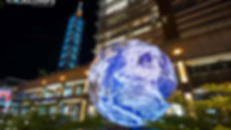 超夢幻7米高「飄浮地球」降臨信義區!由NASA授權、縮小真實地球打造,快手刀去拍科幻網美大片