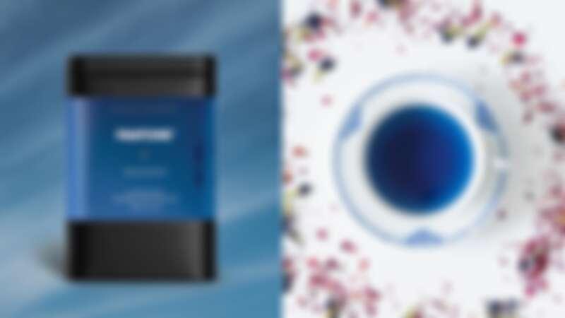 Pantone 2020年度色「經典藍」竟然可以喝!聯名茶飲神秘上市,馬克杯、香氛…限定商品整理
