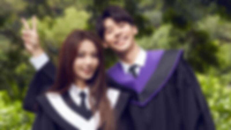 田馥甄〈懸日〉MV公開!找來新一代男神許光漢搭檔演出,穿學士服回憶放不下的青澀愛戀