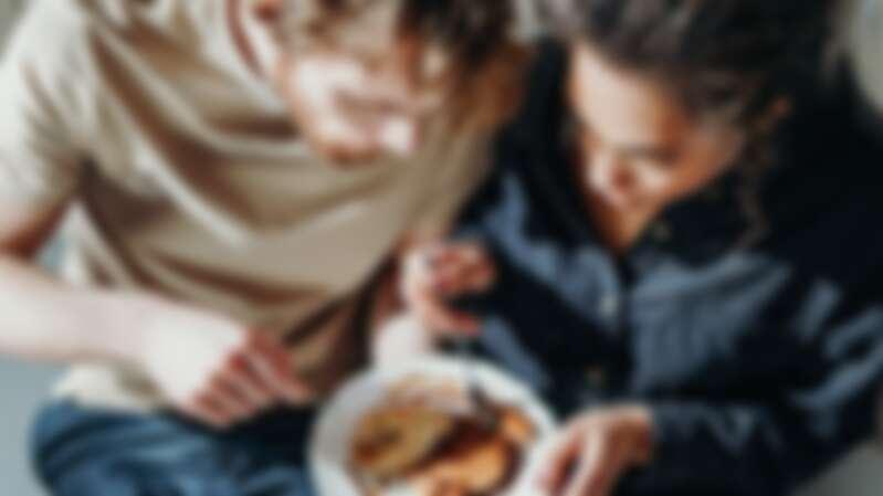 吃東西習慣狼吞虎嚥,代表只重視目標、不重視過程!觀察12種飲食習慣,便能窺探對方的個性